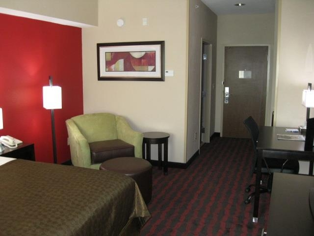 Best Western Plus Cushing Inn & Suites - This king guest room is equipped with a microwave and a refrigerator