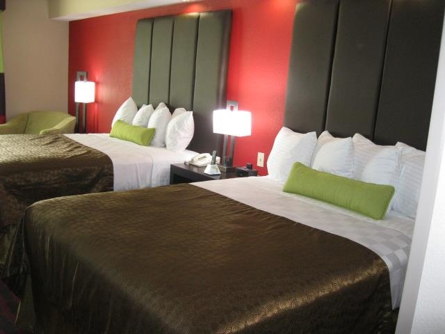 Best Western Plus Cushing Inn & Suites - Bring your whole family along to stay in our 2 queen bed guest room!