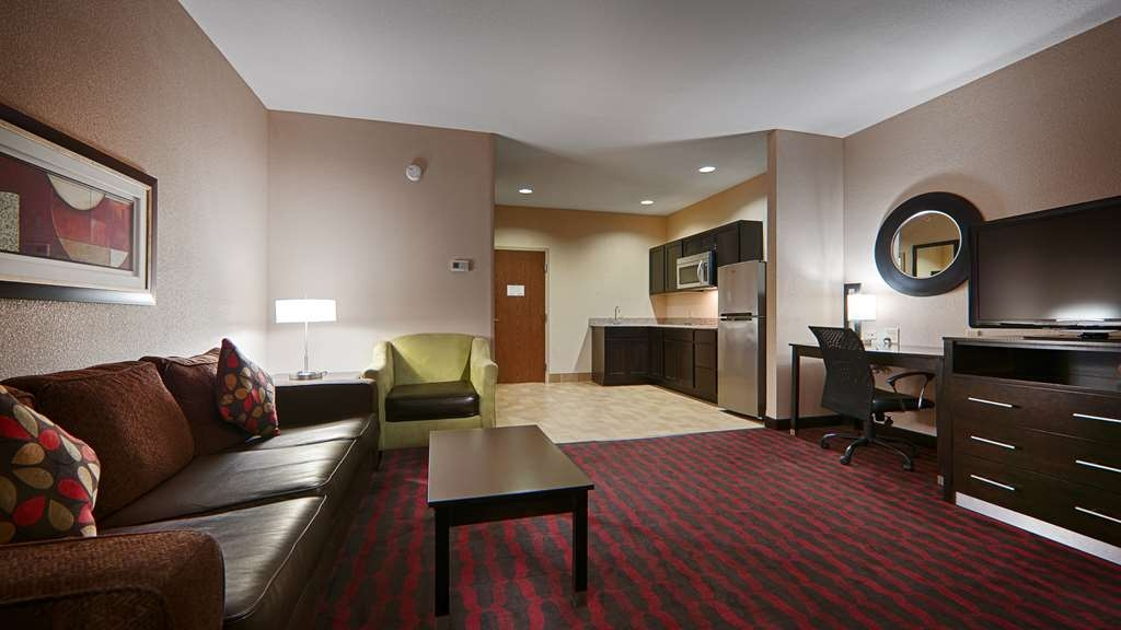 Best Western Plus Cushing Inn & Suites - King Suite with Whirlpool and Kitchenette