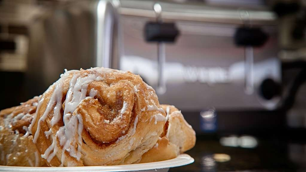 Best Western Plus Cushing Inn & Suites - Cinnamon Roll