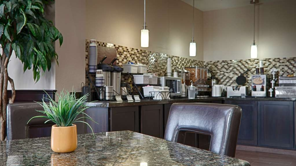 Best Western Plus Cushing Inn & Suites - Breakfast Room
