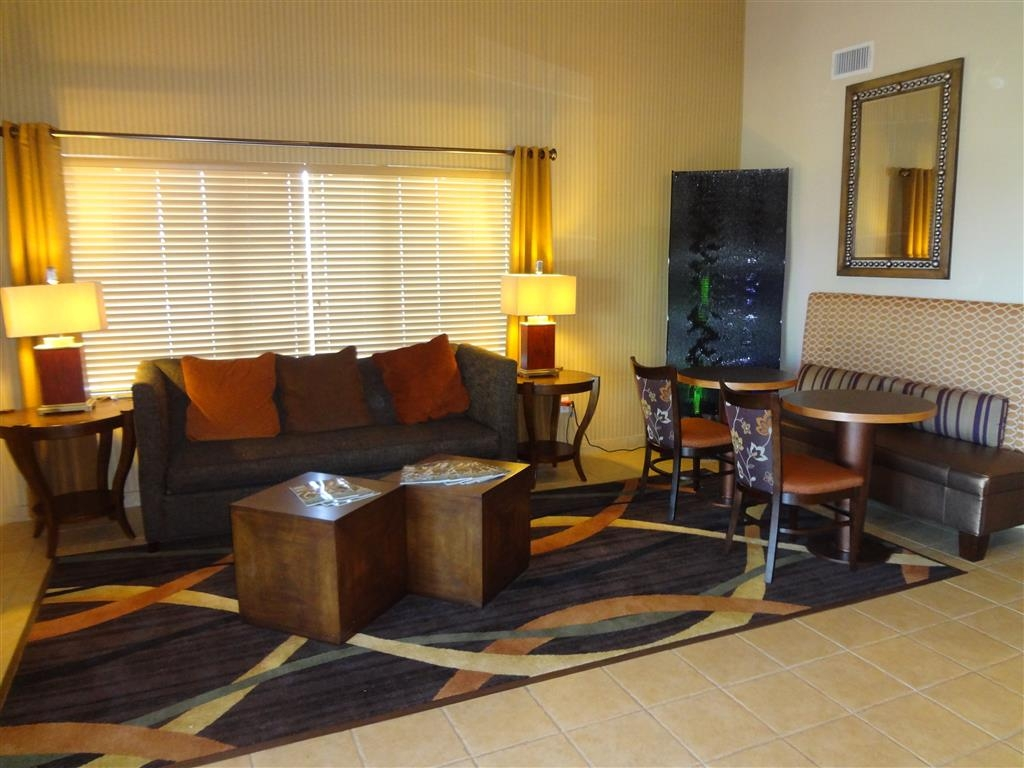 Best Western Plus Woodland Hills Hotel & Suites - Our lobby is a great place to meet up with friends or family.