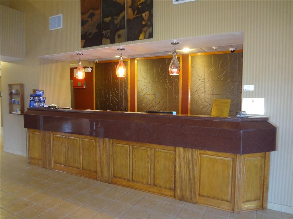 Best Western Plus Woodland Hills Hotel & Suites - Our friendly staff will happily greet you when you walk in.
