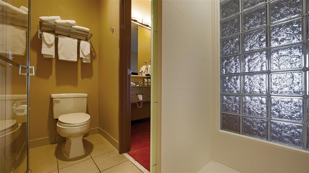 Best Western Plus Woodland Hills Hotel & Suites - Our nicely appointed bathrooms have all the amenities you need.