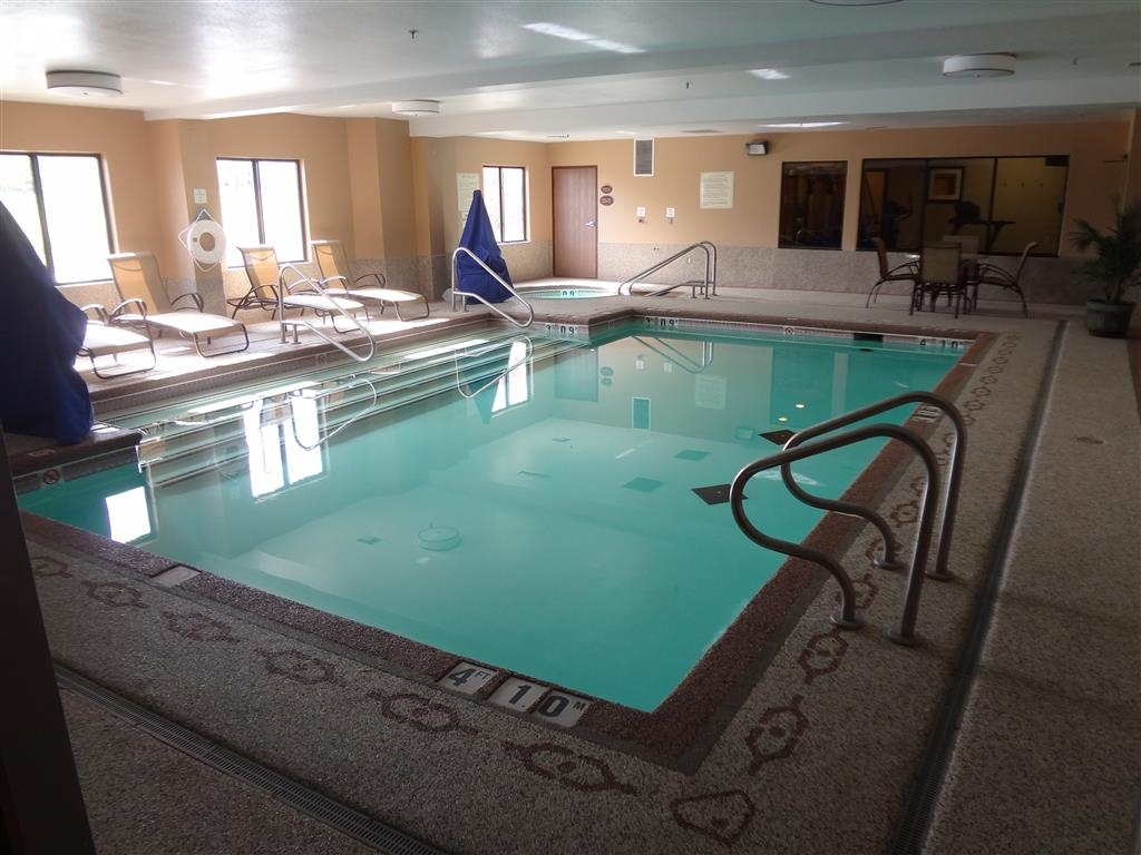 Best Western Plus Woodland Hills Hotel & Suites - Make a splash all season long in our heated indoor pool.