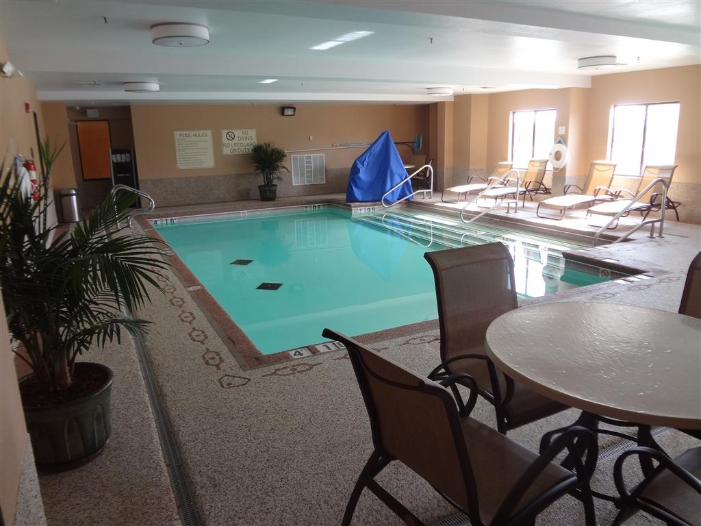 Best Western Plus Woodland Hills Hotel & Suites - Take a relaxing swim in our heated indoor pool.