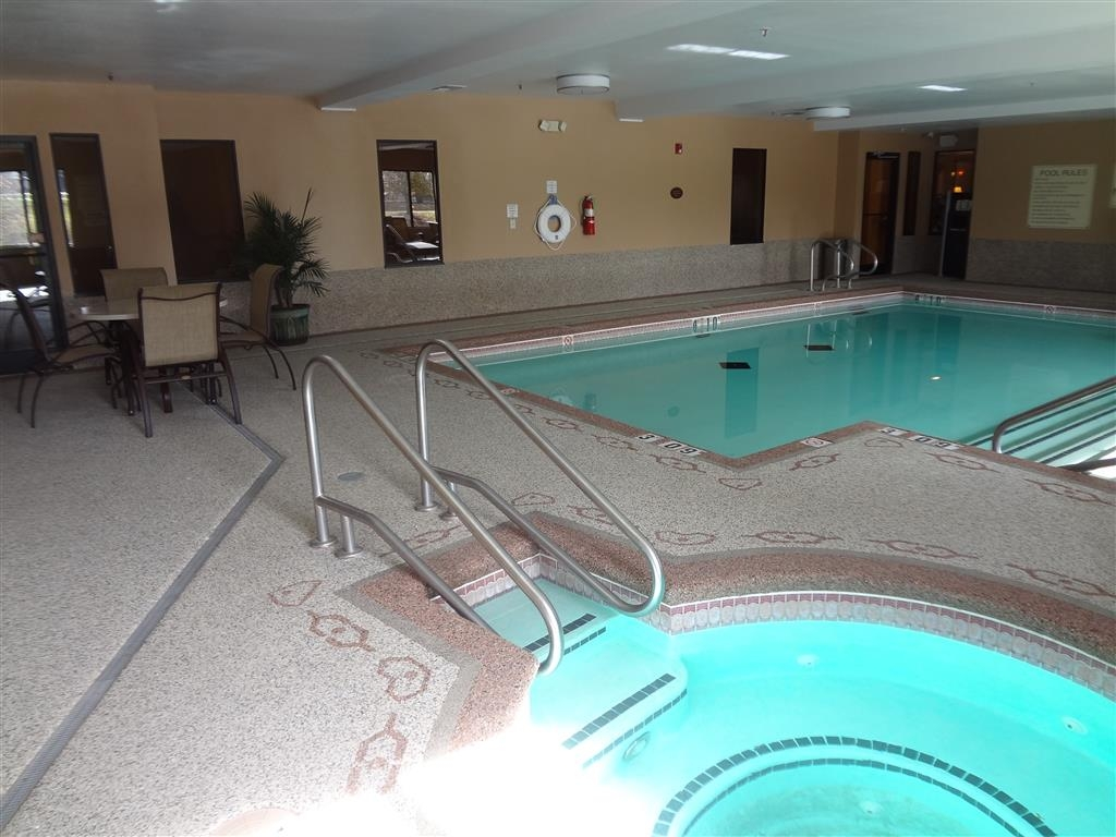 Best Western Plus Woodland Hills Hotel & Suites - If you are looking to relax and unwind our indoor hot tub is the perfect place!