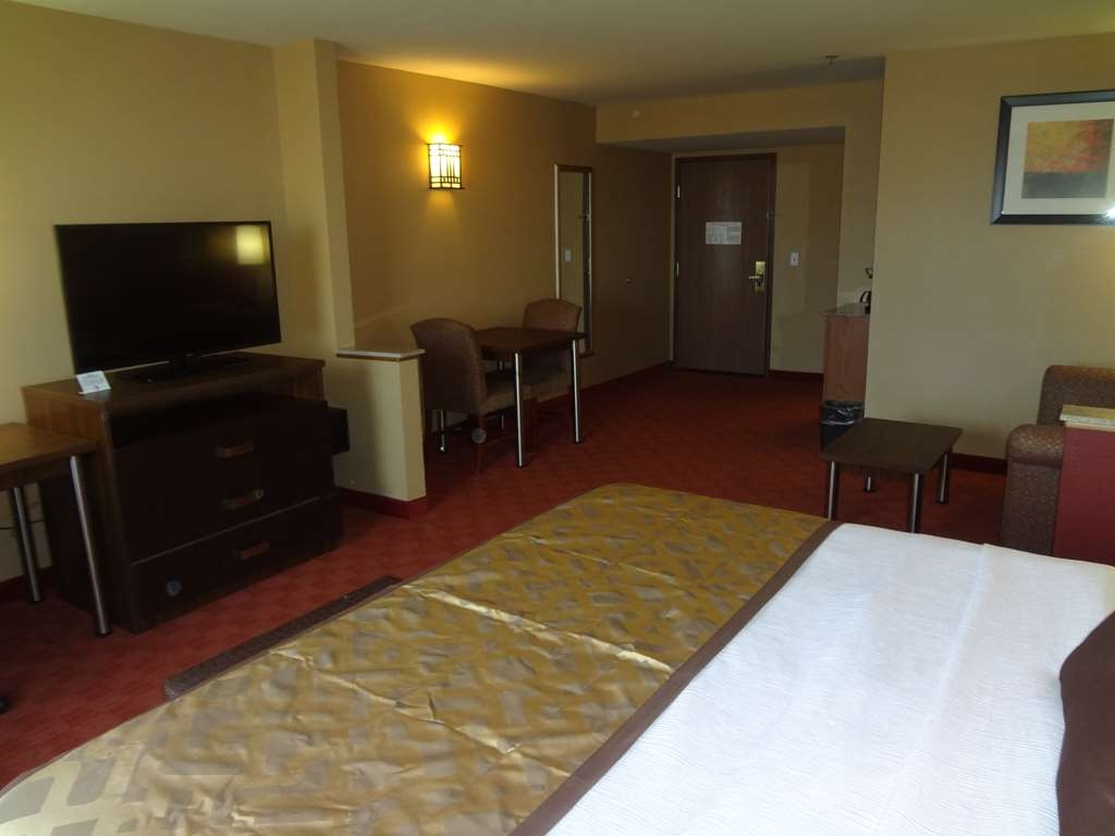 Best Western Plus Woodland Hills Hotel & Suites - Guest Room