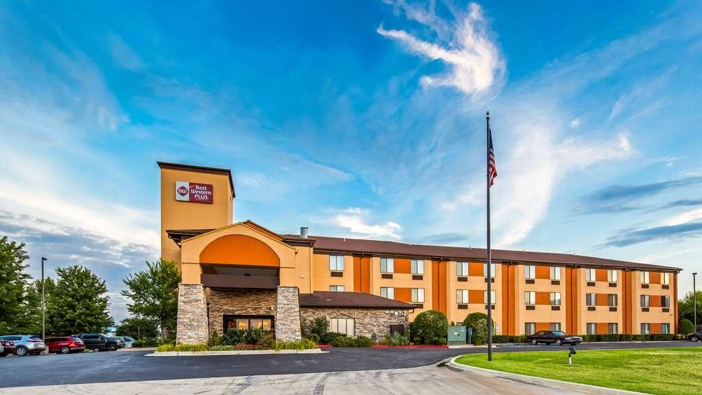 Best Western Plus Woodland Hills Hotel & Suites - Facciata dell'albergo