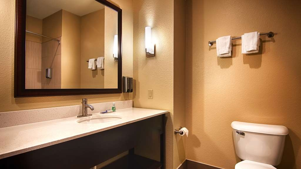 Best Western Lindsay Inn & Suites - All guest rooms have a large vanity with plenty of room to unpack the necessities.