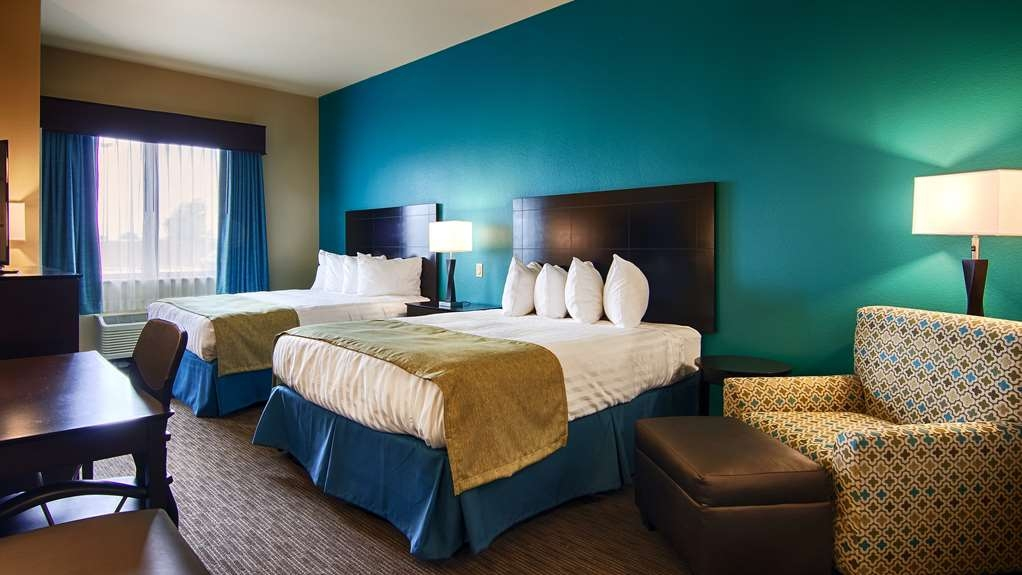 Best Western Lindsay Inn & Suites - If you're traveling with your family or group of friends, opt for our two queen beds.