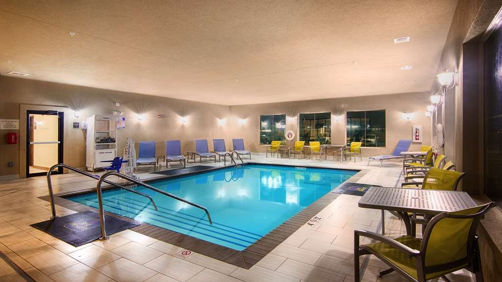 Best Western Lindsay Inn & Suites - Don't let the weather stop you from jumping in. Our indoor pool is heated year-round for you and your friends.