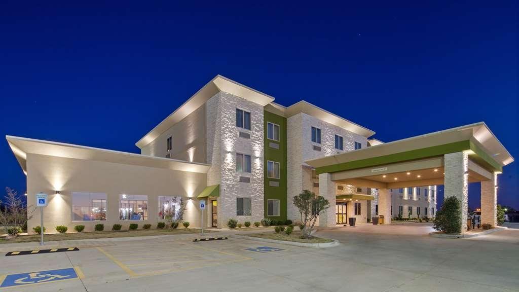 Best Western Lindsay Inn & Suites - Façade