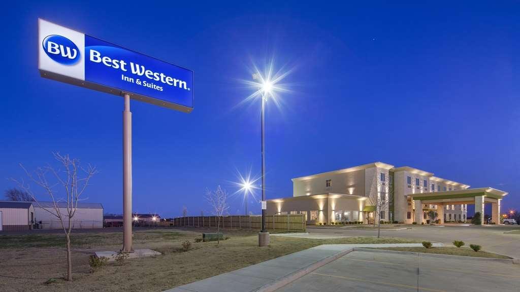 Best Western Lindsay Inn & Suites - Vista Exterior