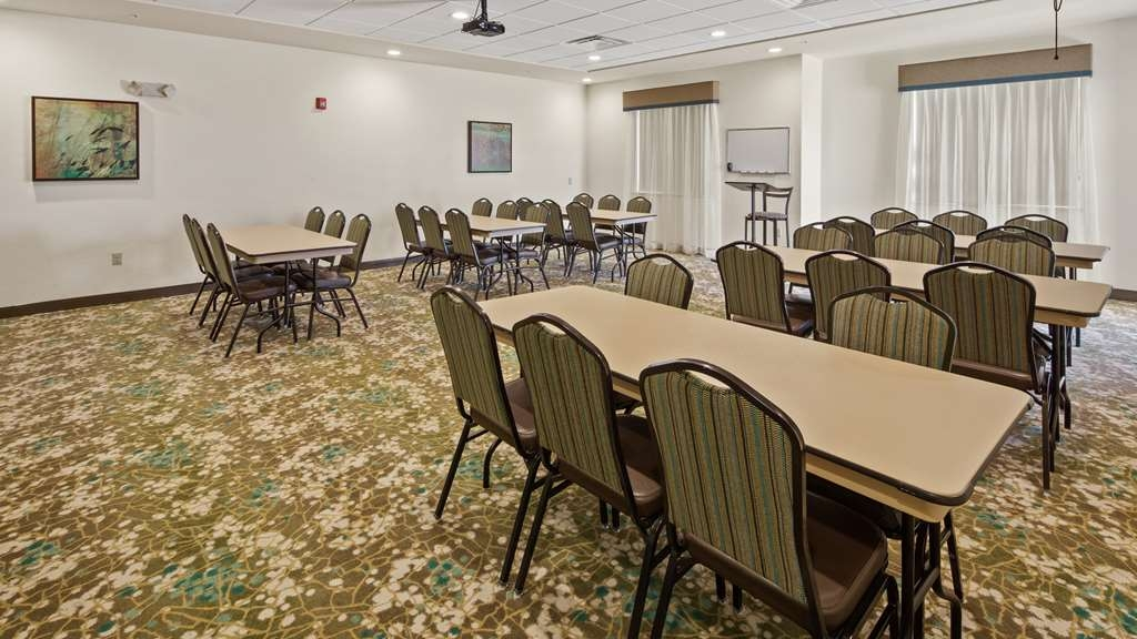 Best Western Lindsay Inn & Suites - affari-centro