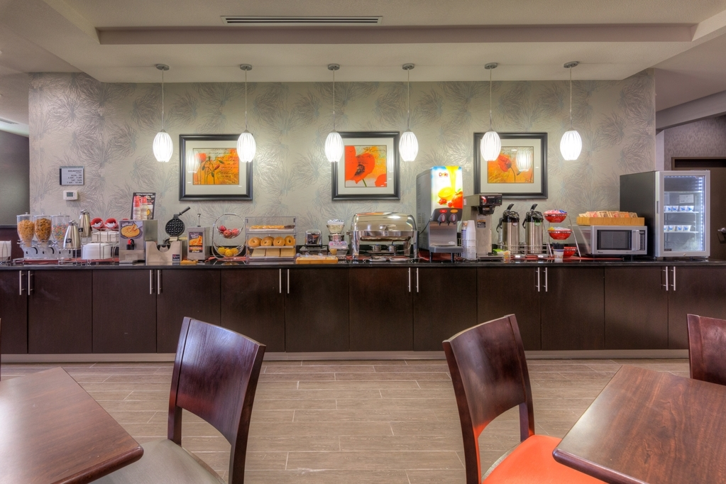 Best Western Plus Coweta's 1st Hotel - Frühstücksbuffet