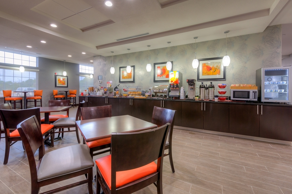 Best Western Plus Coweta's 1st Hotel - If you are in a hurry, we offer a Grab & Go breakfast for your convenience.