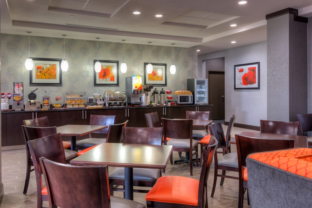 Best Western Plus Coweta's 1st Hotel - Enjoy the most important meal of the day in our breakfast area.