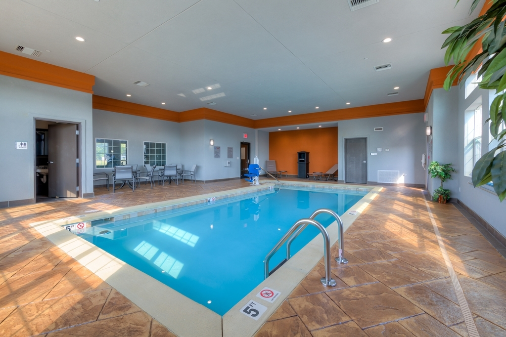 Best Western Plus Coweta's 1st Hotel - Don't let the weather stop you from jumping in. Our indoor pool is heated year-round for you and your friends.