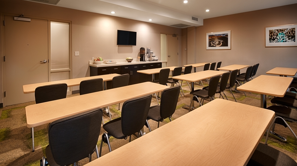 Best Western Plus Downtown Tulsa/Route 66 Hotel - Need to schedule a meeting for business? We have space available for you and your clients.