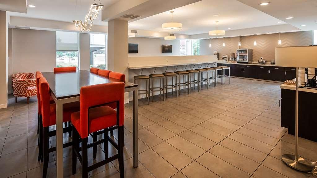 Best Western Plus Downtown Tulsa/Route 66 Hotel - Breakfast Area