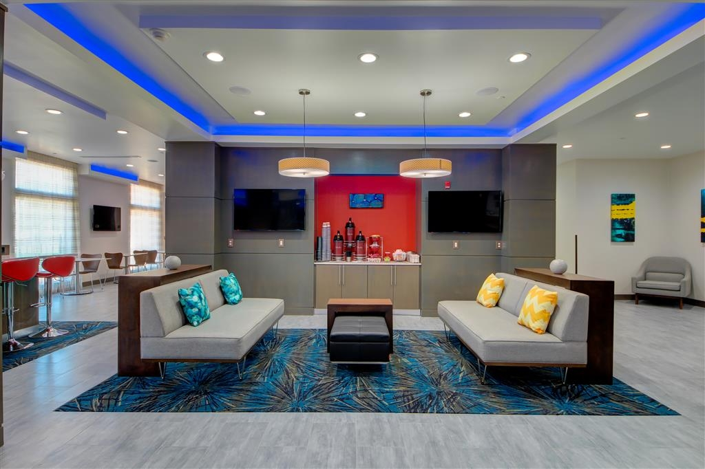 Best Western Plus The Inn & Suites at Muskogee - Enjoy a beverage at our coffee bar located in our hotel lobby.