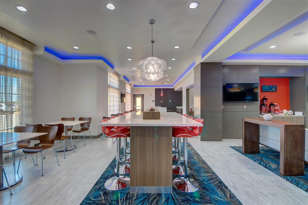 Best Western Plus The Inn & Suites at Muskogee - Our lobby makes for a great place to meet up with friends and family.