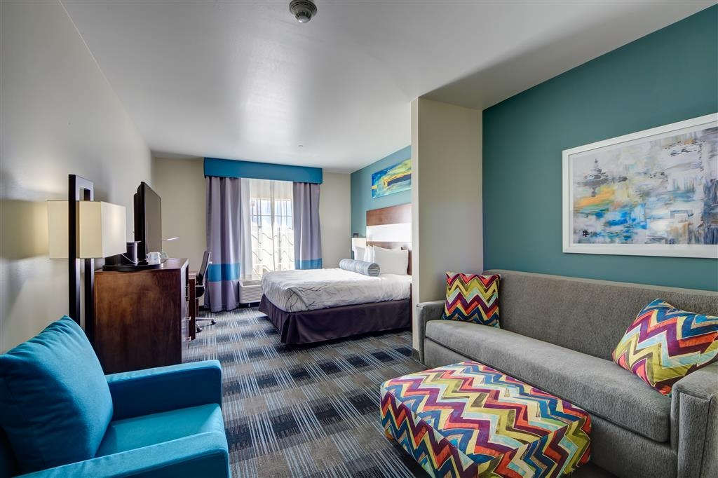 Best Western Plus The Inn & Suites at Muskogee - Bringing a friend along? Make a reservation on our king suite.