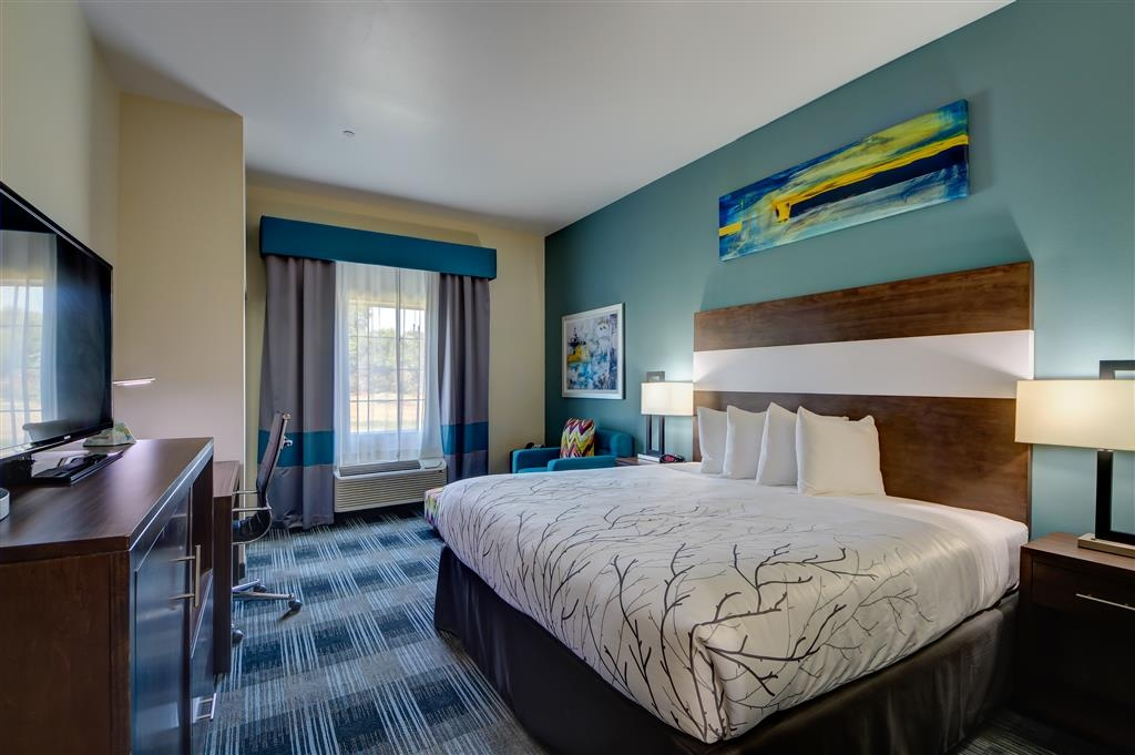 Best Western Plus The Inn & Suites at Muskogee - Enjoy your stay in our mobility accessible king room.