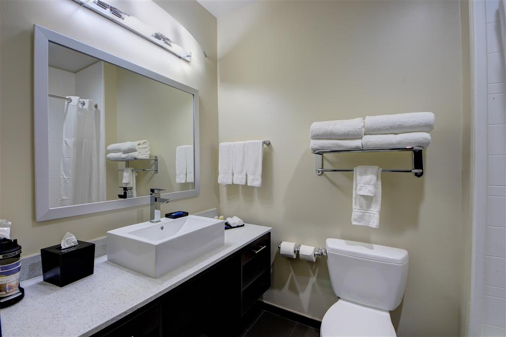 Best Western Plus The Inn & Suites at Muskogee - Enjoy getting ready for the day in our fully equipped guest bathrooms.