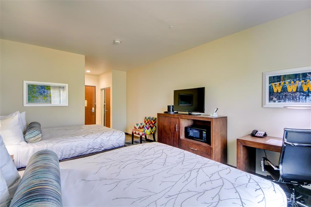Best Western Plus The Inn & Suites at Muskogee - Make yourself at home in our double queen bedroom.