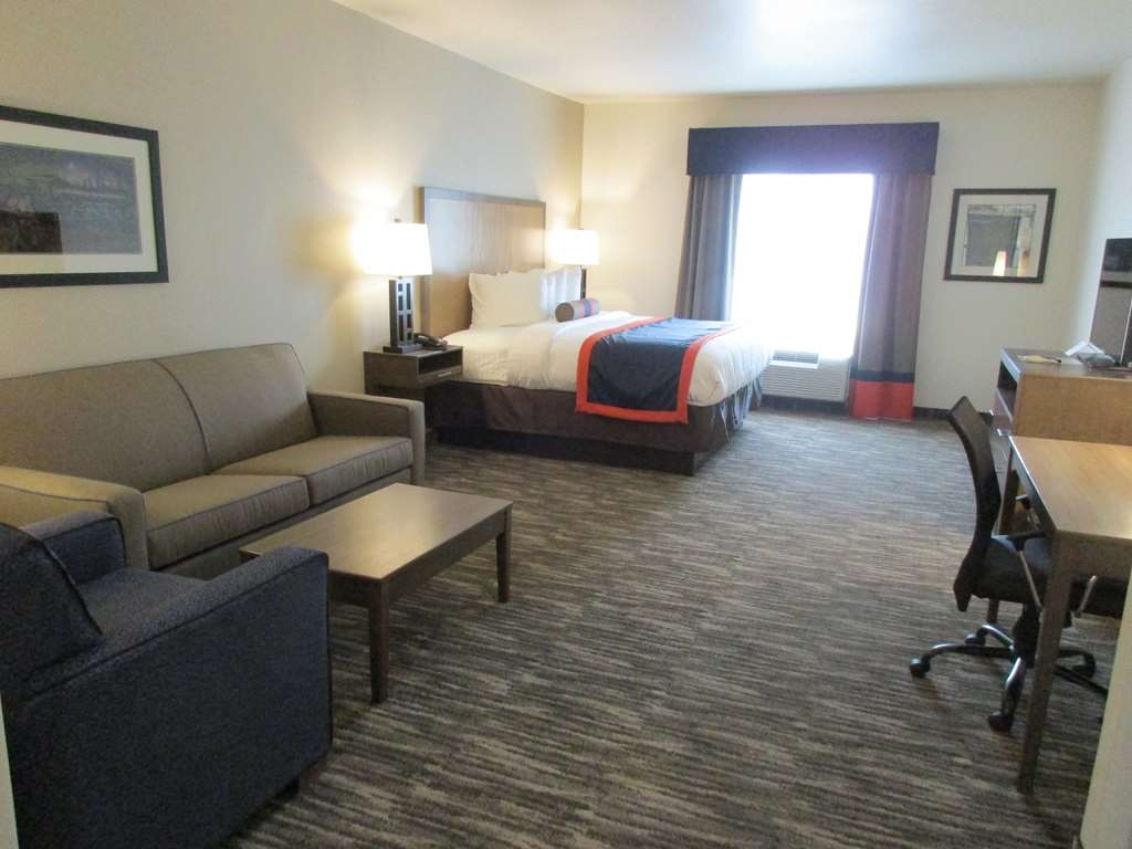 Best Western Plus Ardmore Inn & Suites - This king suite is the perfect room for an extended stay or weekend getaway.