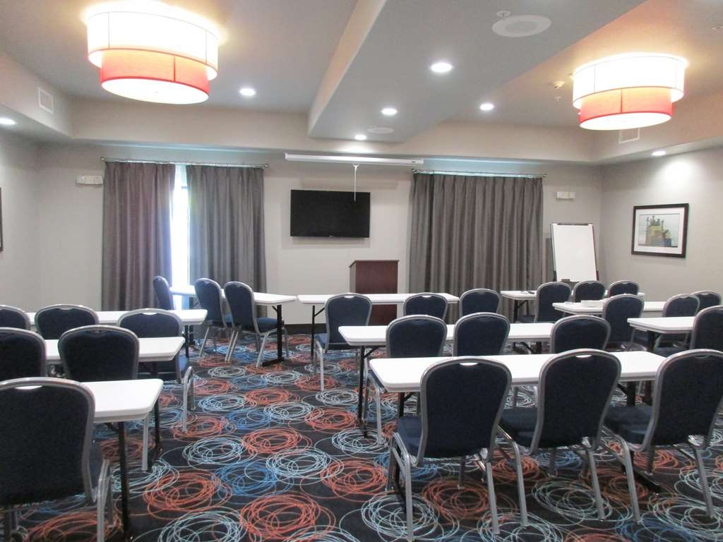 Best Western Plus Ardmore Inn & Suites - Our professional staff is here to go above and beyond your expectations to ensure your meeting is perfect.