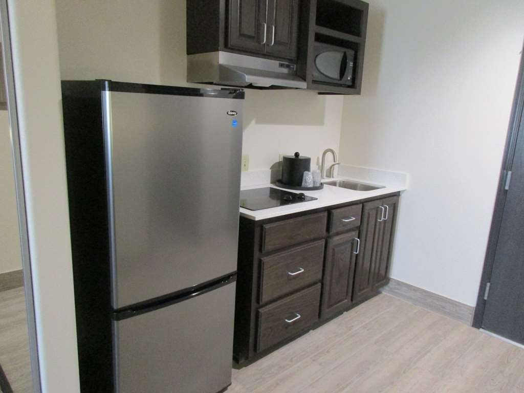 Best Western Plus Ardmore Inn & Suites - We offer standard and suite kitchenette rooms for your convenience.