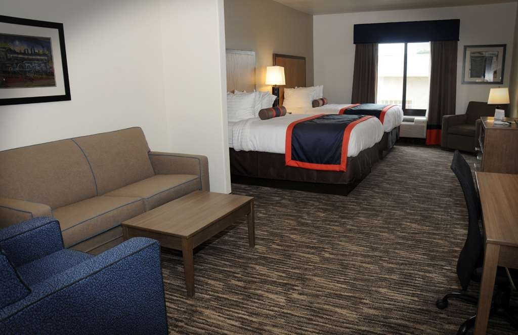 Best Western Plus Ardmore Inn & Suites - If you're traveling with your family or group of friends, opt for our Double Queen Suite.