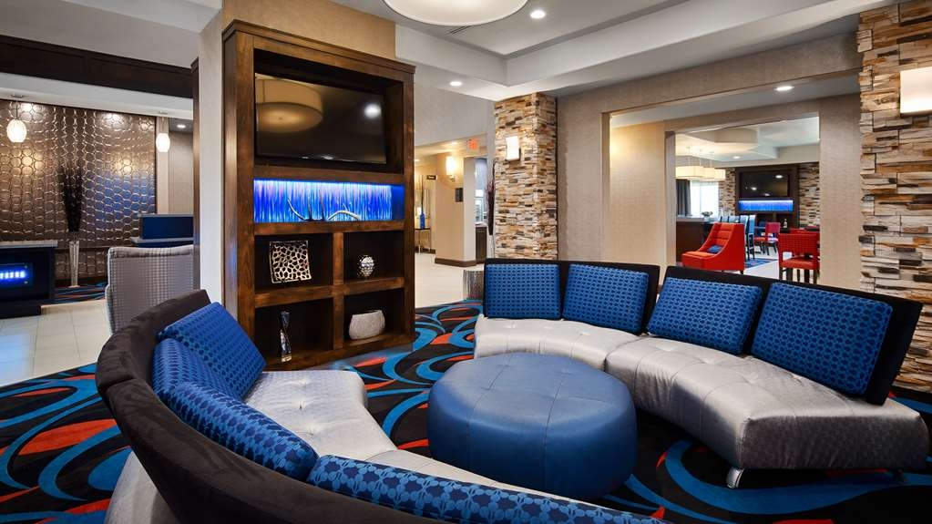 Best Western Plus Ardmore Inn & Suites - Take a few minutes to lounge and relax in our lobby sitting area.
