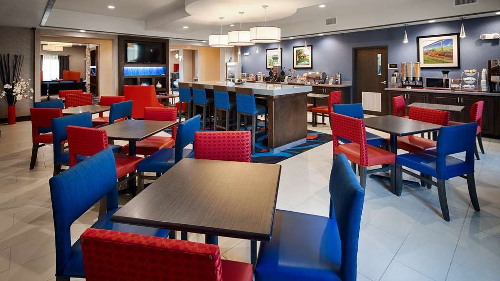 Best Western Plus Ardmore Inn & Suites - Our breakfast room offers intimate dining for couples and smaller groups.
