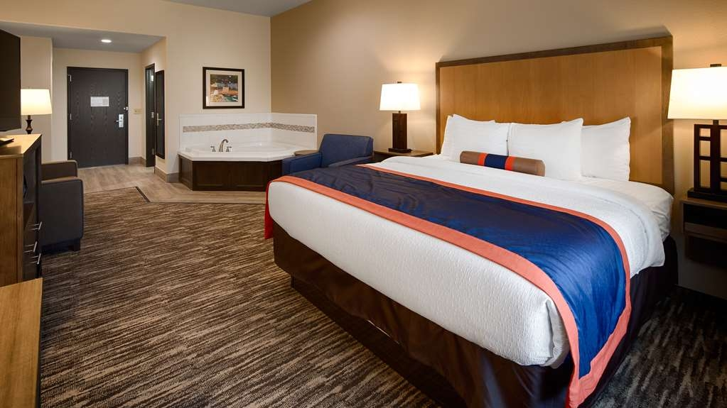 Best Western Plus Ardmore Inn & Suites - Unwind in utter luxury in our King Whirlpool room!