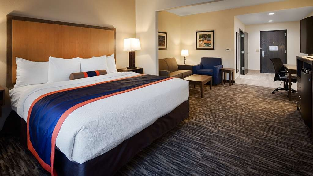 Best Western Plus Ardmore Inn & Suites - Our Double Queen Suite offers plenty of space for the whole family!