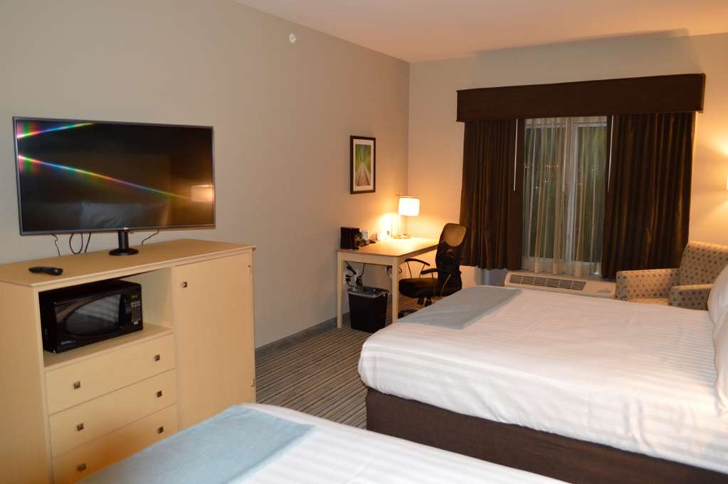 Best Western Plus Norman - Our rooms include a full-sized desk, perfect for catching up on work during your stay.