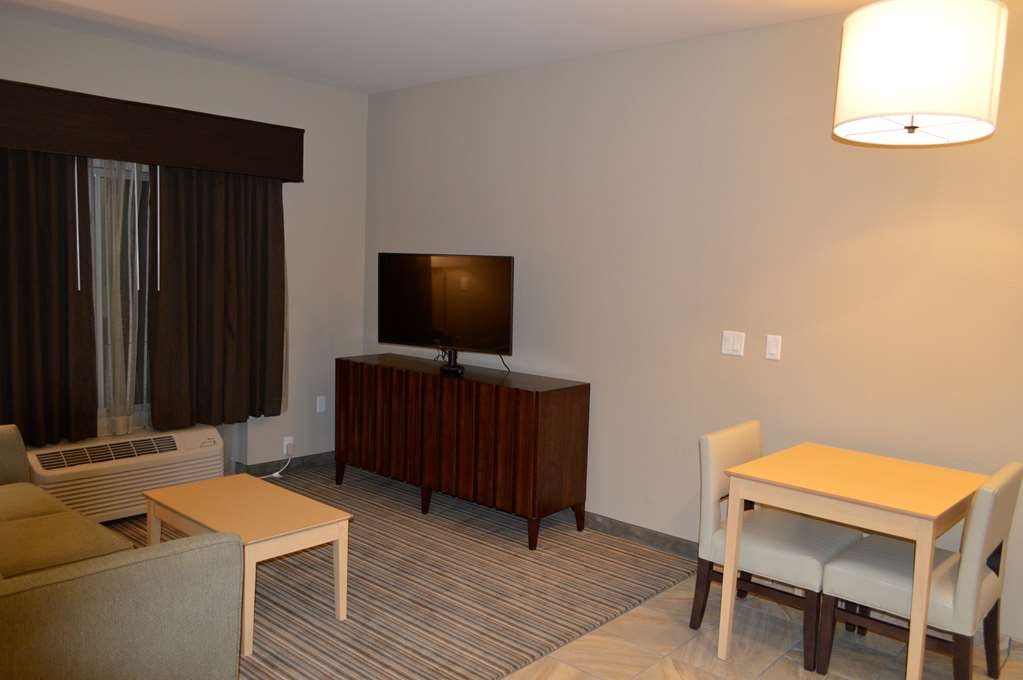 Best Western Plus Norman - The sitting areas in our rooms provide the perfect spot to sit and relax after a long day.