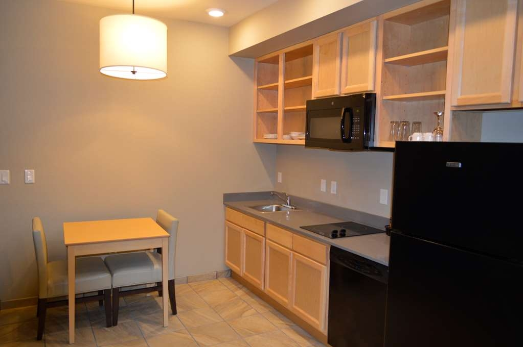 Best Western Plus Norman - You don't have to eat out if you don't want to. Our Suite Kitchens have everything you need to cook, sit down and have a meal in the comfort of your room.
