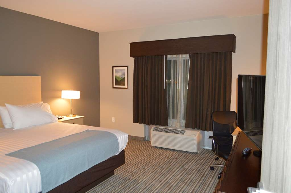 Best Western Plus Norman - Enjoy a good night's sleep and a relaxing stay in one of our beautiful King Suites.