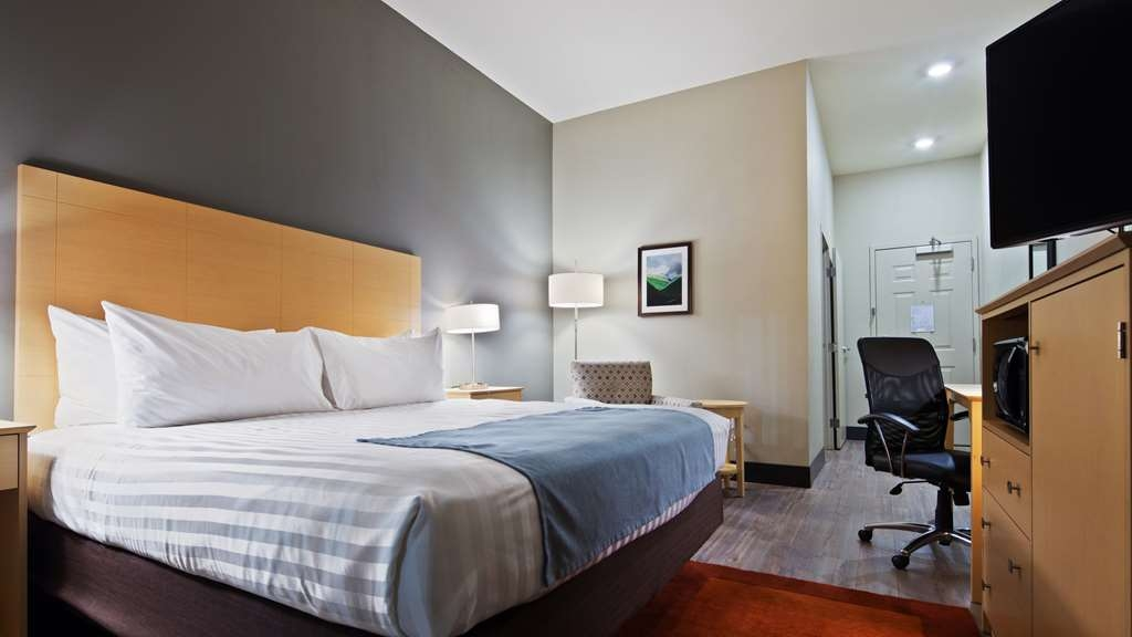 Best Western Plus Norman - Enjoy an amazing night's rest in one of our plush king beds.