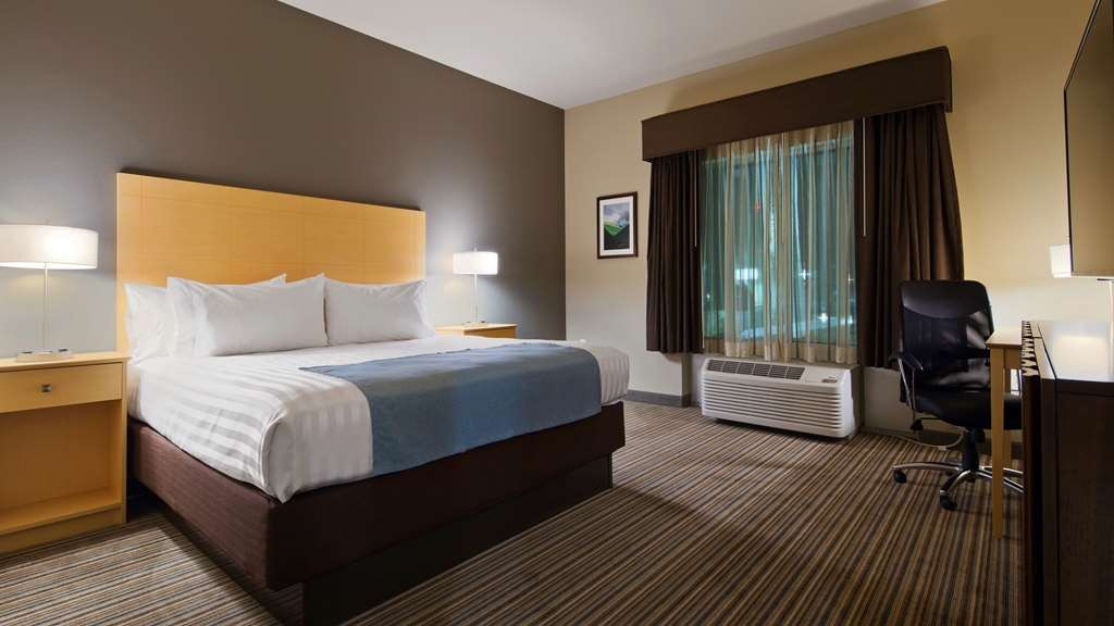 Best Western Plus Norman - Enjoy a good night's sleep and relaxing stay in one of our comfortable clean rooms.