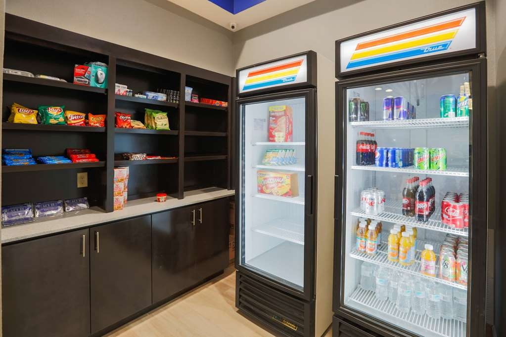Best Western Plus Wewoka Inn & Suites - Enjoy a late night snack or beverage at our snack pantry!