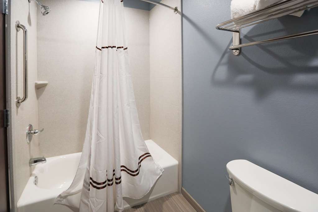 Best Western Plus Wewoka Inn & Suites - Enjoy getting ready for the day in our fully equipped guest bathrooms.