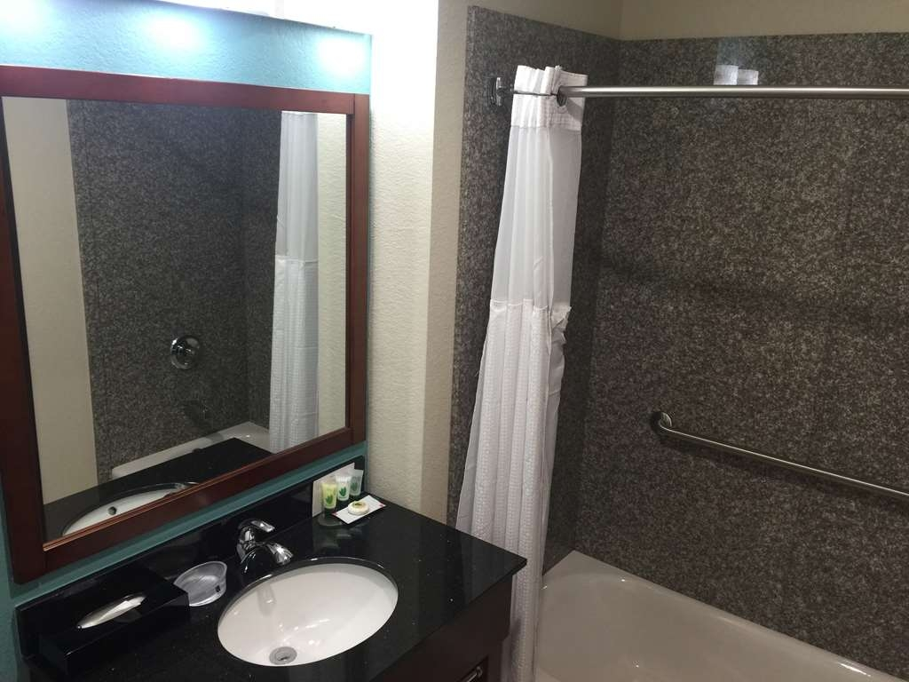 Best Western Plus Executive Residency Elk City - GUEST ROOM BATHROOM