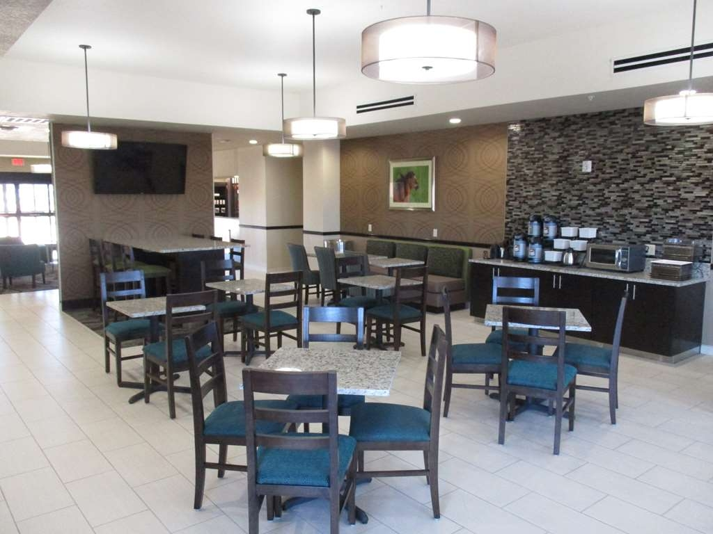 Best Western Plus Executive Residency Elk City - Breakfast Area