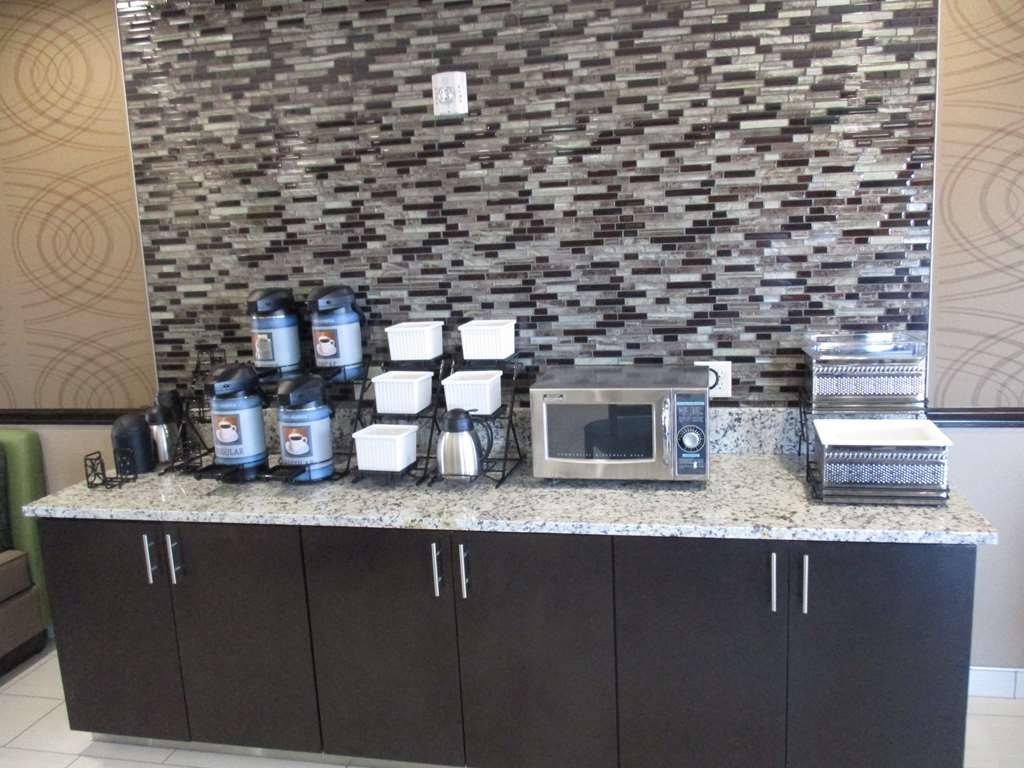 Best Western Plus Executive Residency Elk City - Breakfast Bar